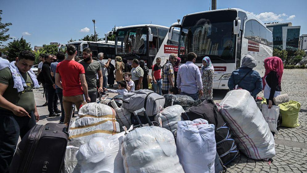 Sirijci odlaze iz Istanbula (Foto: AFP)