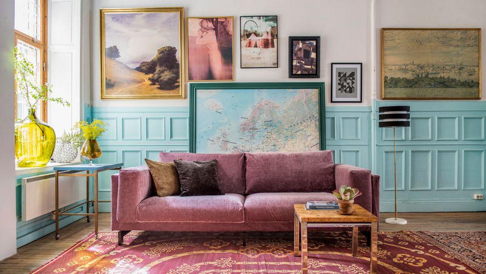 Bršunasti kauč atraktivni je dodatak dnevnog boravka