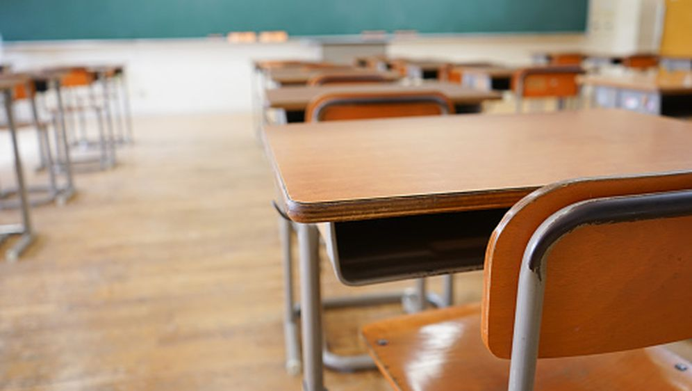 Školske klupe, ilustracija