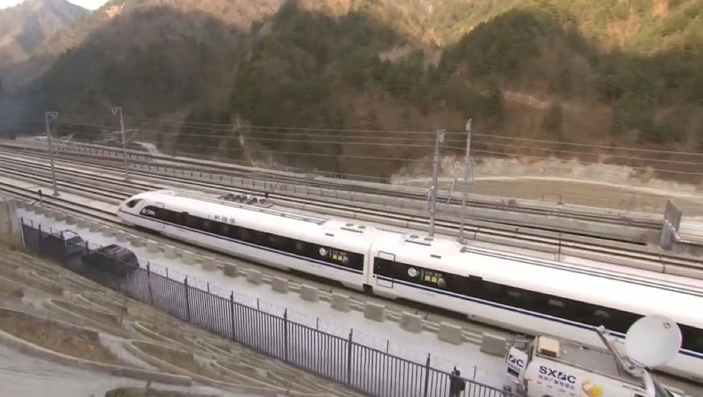 Brzi vlak u Kini (Foto: screenshot/Reuters)