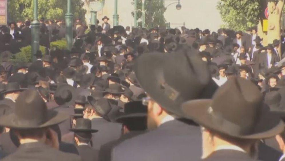 Pogreb rabina Aharona Yehuda Leiba Shteinmana (Screenshot: YouTube) - 1