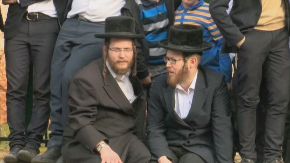 Pogreb rabina Aharona Yehuda Leiba Shteinmana (Screenshot: YouTube) - 2