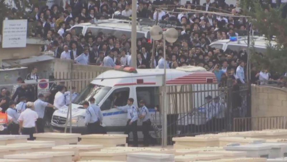 Pogreb rabina Aharona Yehuda Leiba Shteinmana (Screenshot: YouTube) - 3