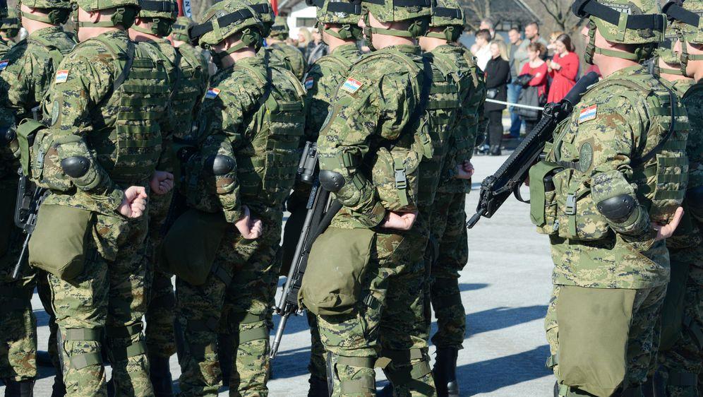 Ispraćaj vojnika 1. hrvatskog kontigenta u Republiku Litvu (Foto: Nikola Cutuk/PIXSELL)