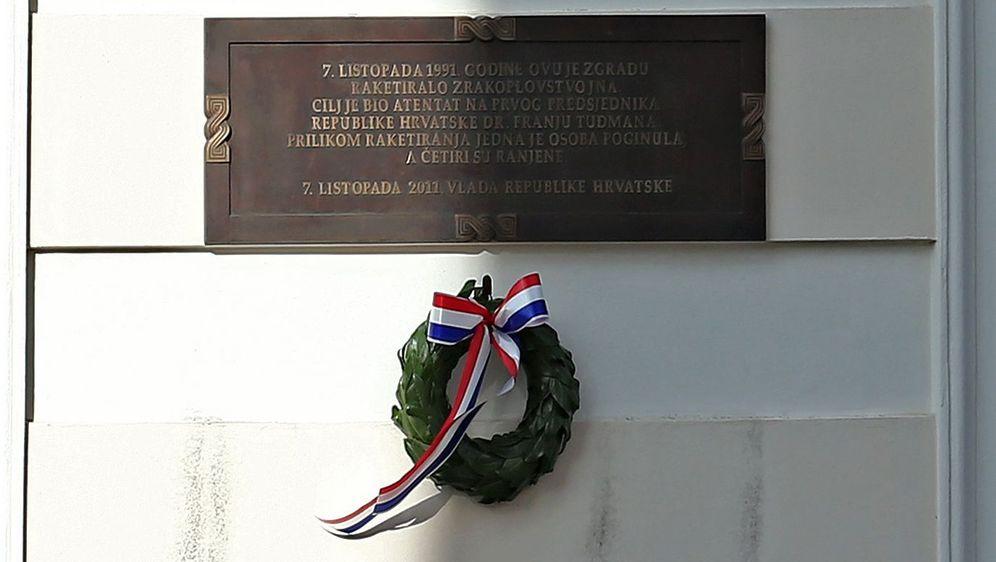 Spomen ploča na raketiranje Banskih dvora u Domovinskom ratu (Foto: Arhiva/Sanjin Strukic/PIXSELL)