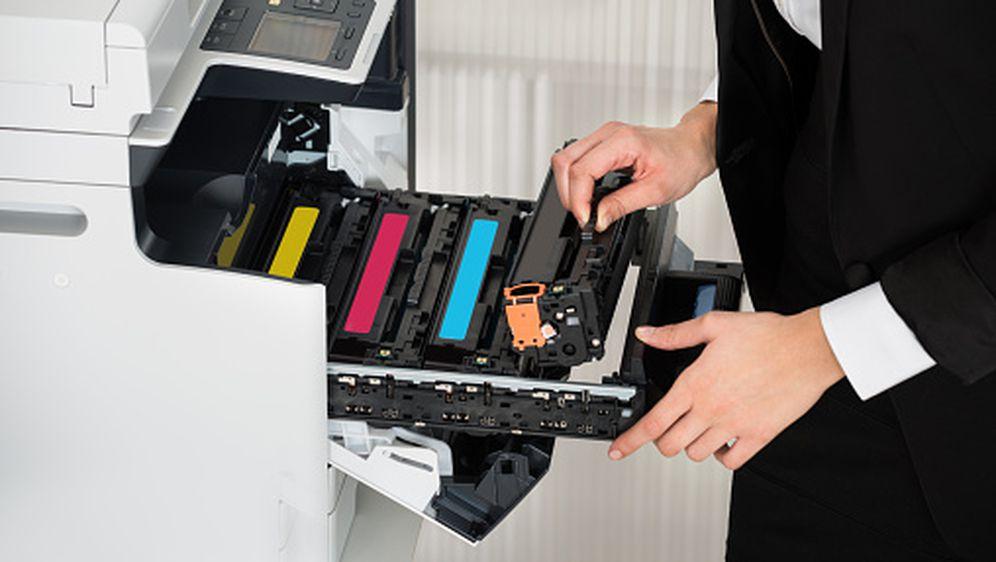 Mijenjanje tonera u printeru (Foto: Guliver/Thinkstock)