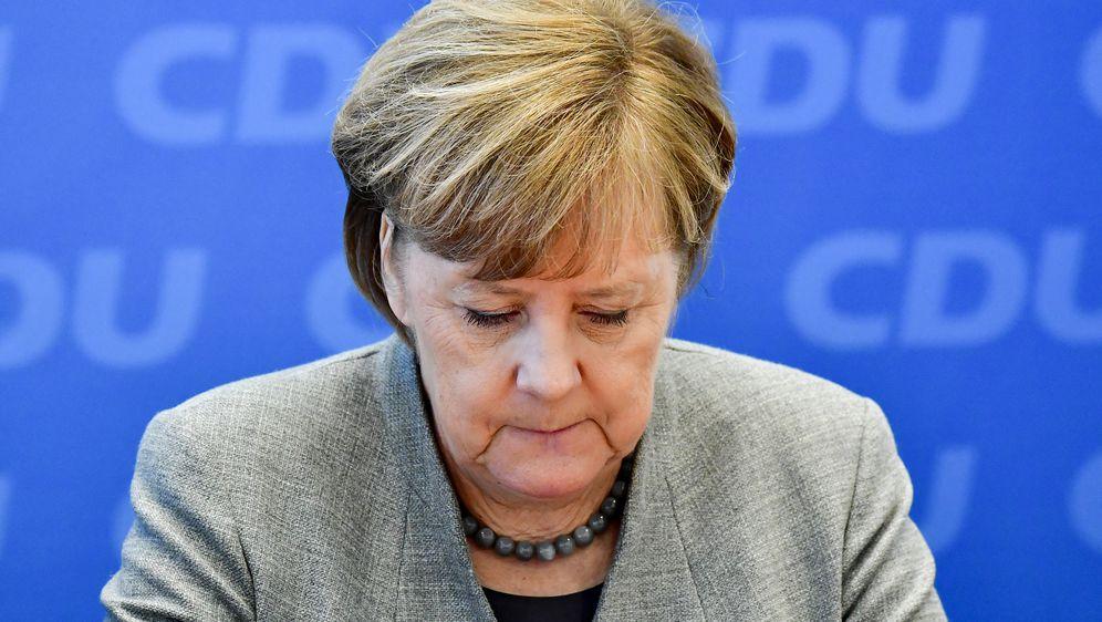 Zabrinuta Angela Merkel (Foto: AFP)