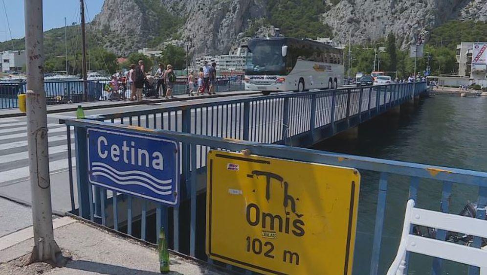 Promet u Omišu (Foto: Dnevnik.hr) - 1