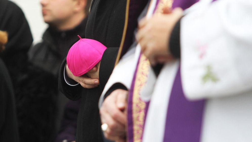 Svećenici, ilustracija (Foto: Marijan Susenj/PIXSELL)