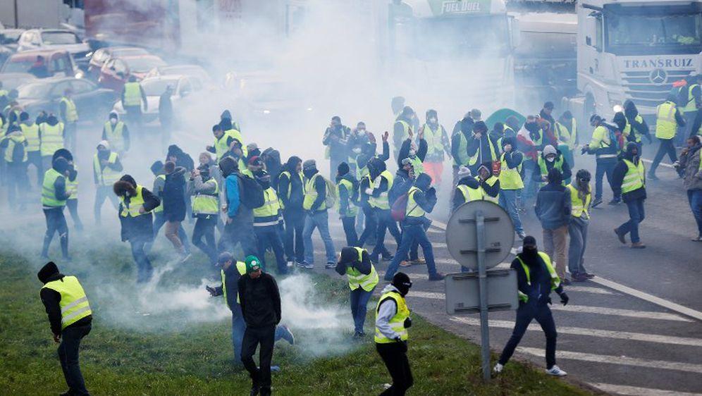 Prosvjed žutih prsluka u Parizu (Foto: AFP) - 1