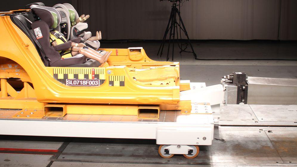 Testiranje autosjedalice (Foto: HAK)