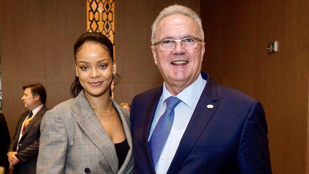 Rihanna, Neven Mimica (FOTO: Twitter)