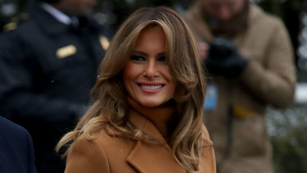 Melania Trump izabrala je svijetlosmeđi kaput brenda Roksanda