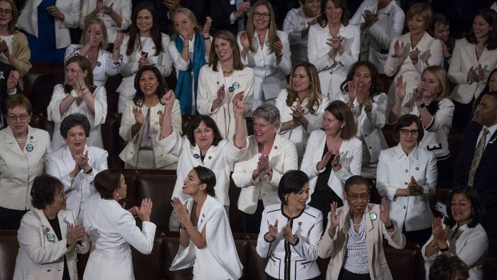 Dio kongresnica odnijenuo je bijele kombinacije (Foto: AFP)