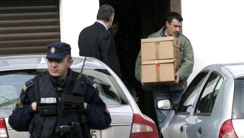 Zapljena dokumenata, illustracija (Foto: AFP)