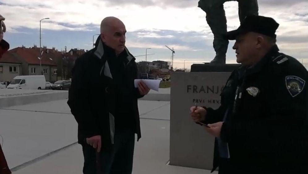 Zorana Ercega pred spomenikom Franji Tuđmanu legitimirala policija (Foto: Dnevnik.hr)