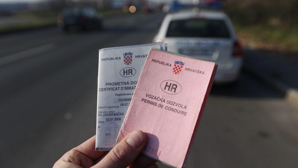 Vozačka i prometna dozvola, ilustracija (Foto: Željko Lukunić/PIXSELL)