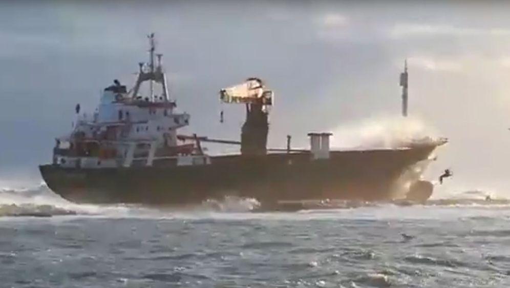 U Italiji se nasukao brod (Screenshot: YouTube/Blacks Vodkas)