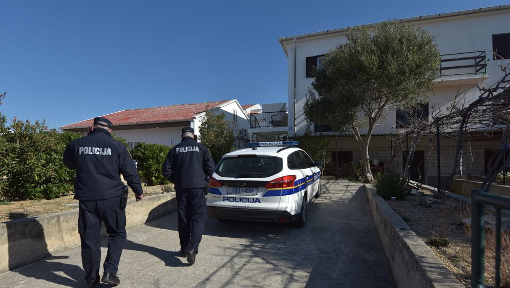 Policija na Pagu (Foto: Dino Stanin/PIXSELL)