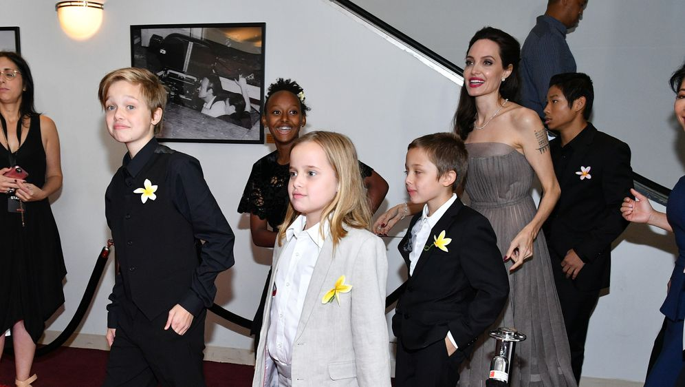 Angelina Jolie s djecom (FOTO: Getty)