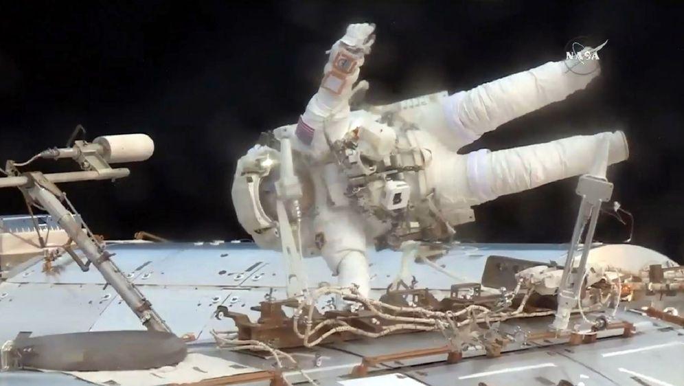 Astronaut Jack Fischer izvan ISS-a (Foto: Handout / NASA TV / AFP )