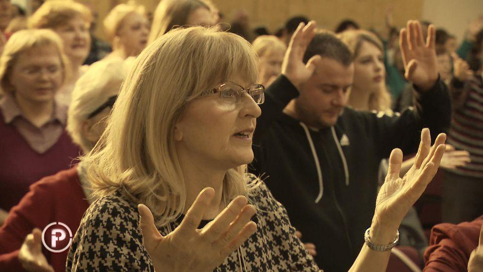 Prepuste se molitvi i progovore na jezicima koje ne poznaju (Foto: Provjereno) - 5
