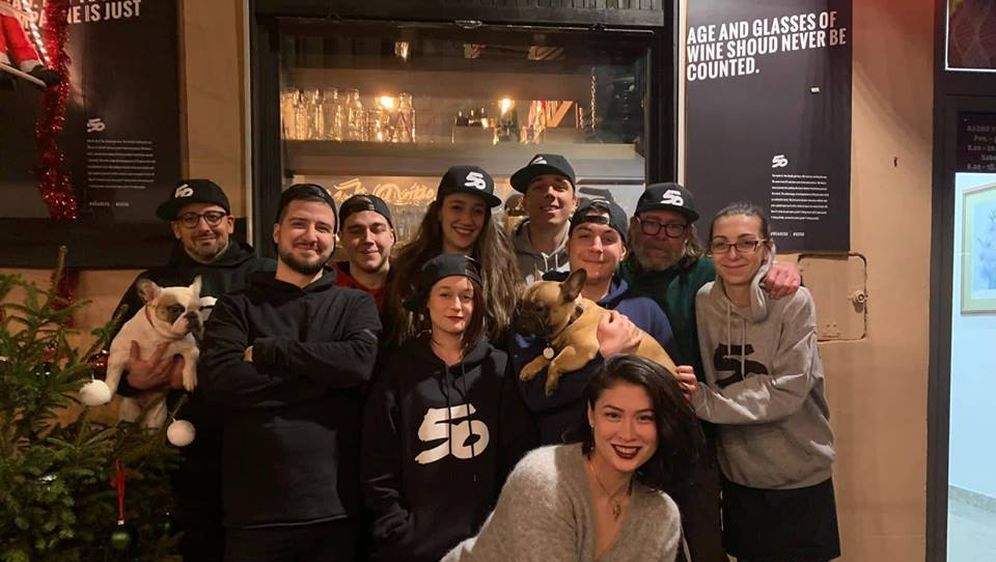 Vesela ekipa burger bara (Foto: Facebook)