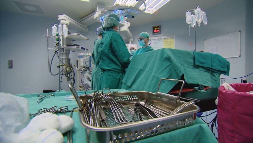 Kirurzi se pripremaju za operaciju (Foto: Dnevnik.hr)