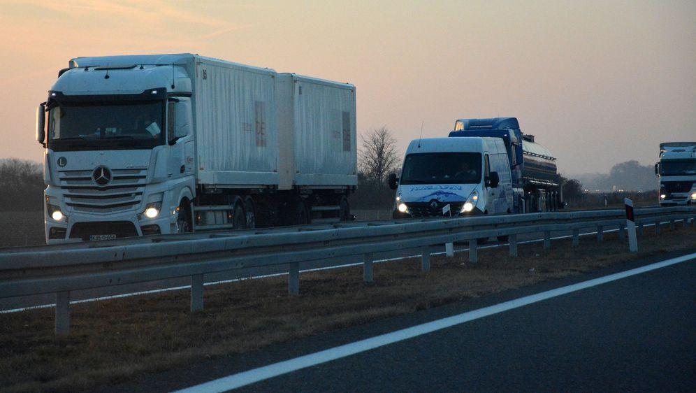 Kamioni na autocesti, ilustracija (Foto: Ivica Galović/PIXSELL)