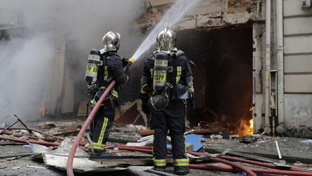 Vatrogasci gase požar nakon eksplozije, ilustracija (Foto: AFP) - 5