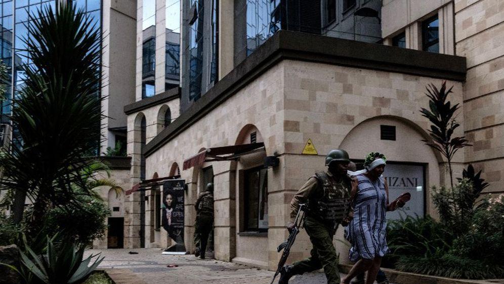 U napadu u Nairobiju ubijeno je najmanje 15 ljudi (Foto: AFP) - 16