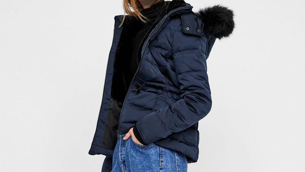 Pernata jakna ženska je saveznica u zimskim mjesecima