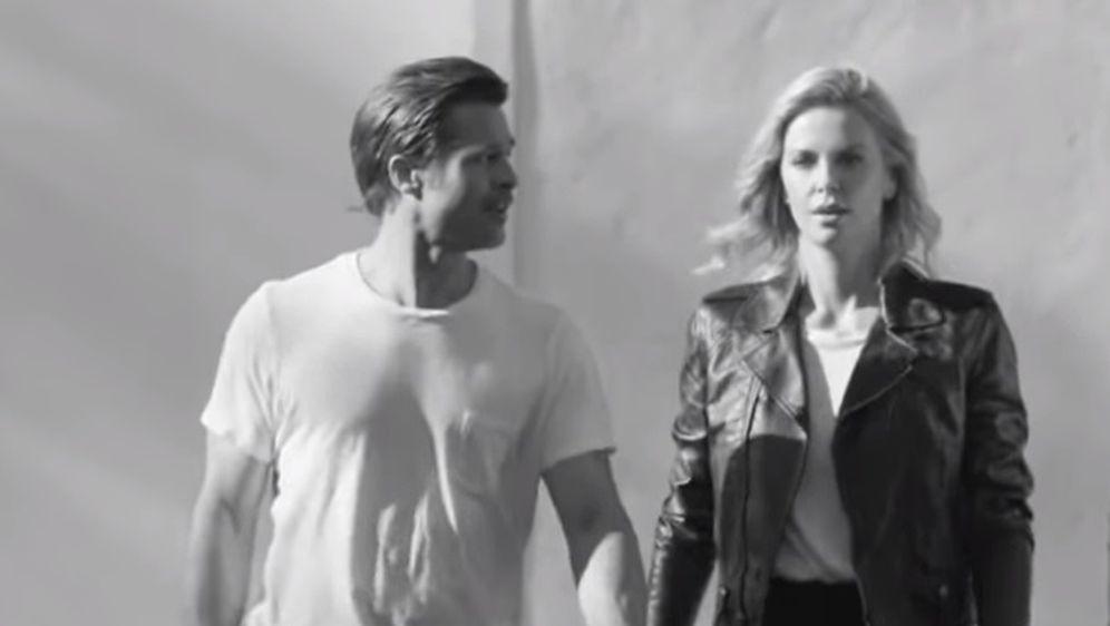 Brad Pitt i Charlize Theron (Foto: Screenshot)