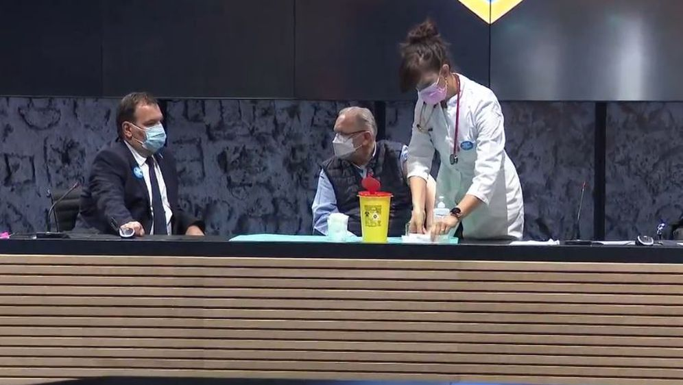 Davor Božinović cijepi se pred kamerama
