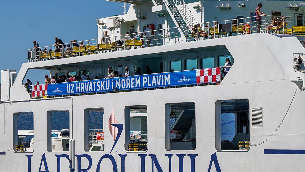 Poruke podrške Vatrenima na brodovima Jadrolinije (Foto: Jadrolinija) - 3