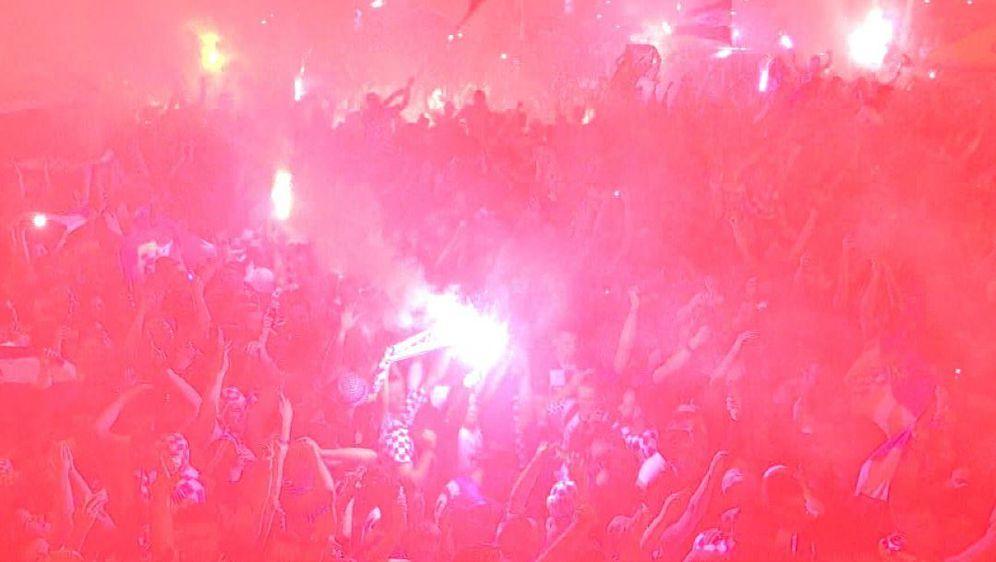 Erupcija slavlja nakon Rakitićeva jedanaesterca za prolaz u polufinale SP-a u Rusiji (Foto: Dnevnik.hr)