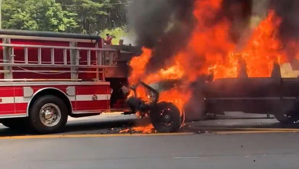 Goruće vozilo (Foto: Screenshot/YouTube)