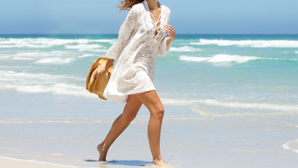 Bijela haljina savrđen je modni odabir za ljetne dane i večeri