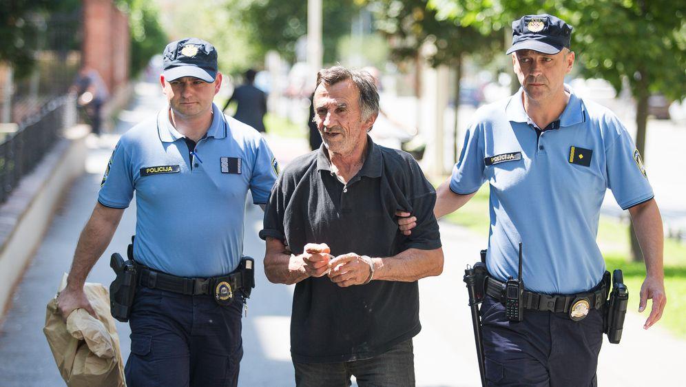 Ubojica iz Đakova u pratnji policije doveden na Županijski sud (Foto: Davor Javorovic/PIXSELL) - 4