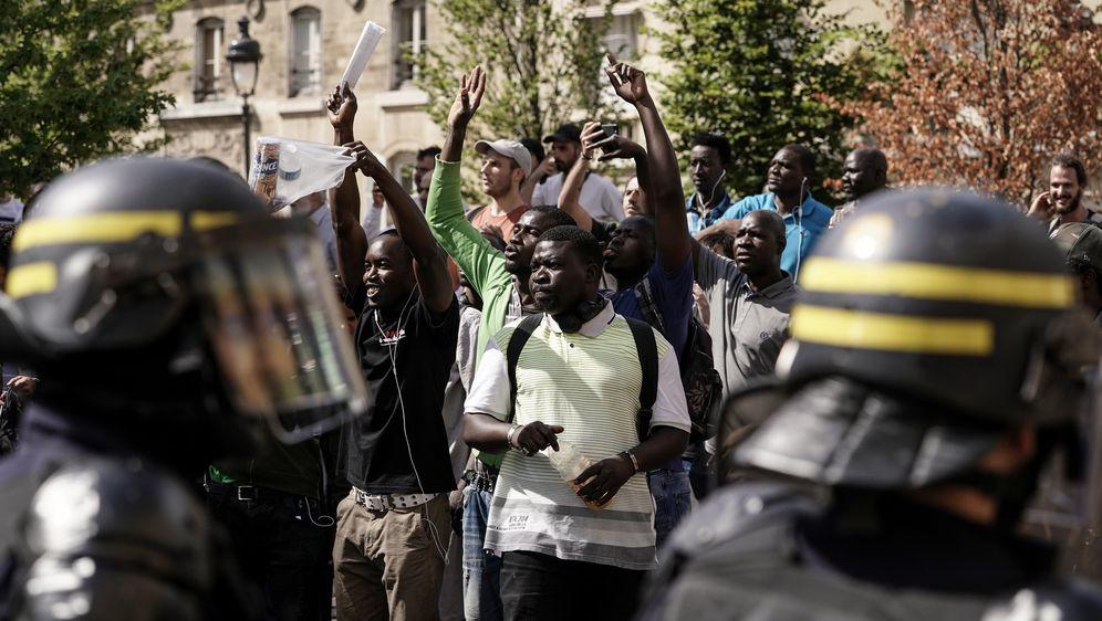 Stotine migranata izašlo na ulice Pariza (Foto: AFP) - 1
