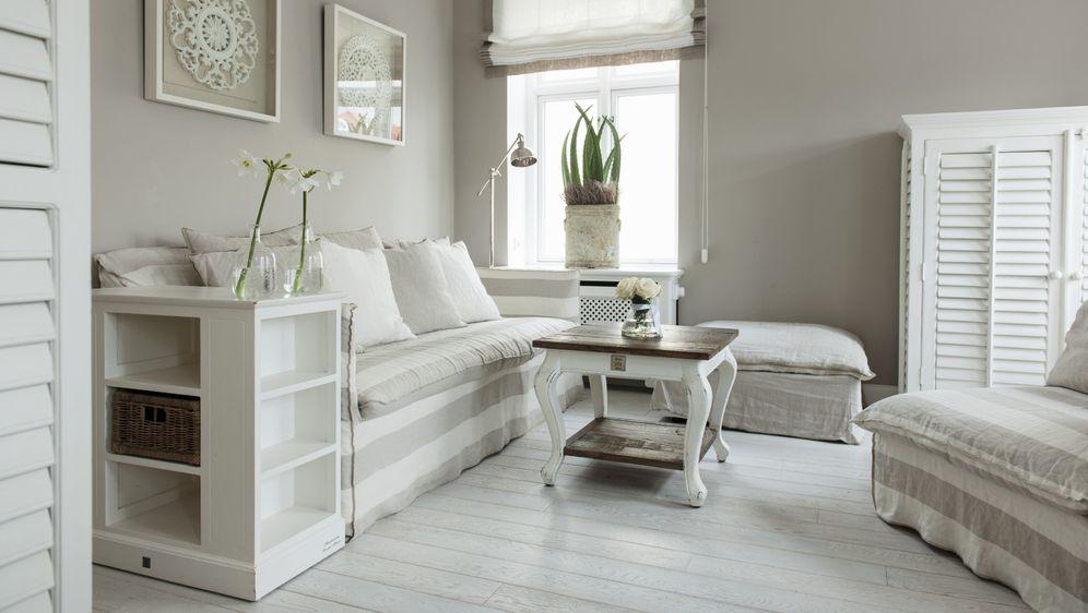 Inspirirajte se za uređenje elegantne dnevne sobe sa smirujućim morskim ugođajem
