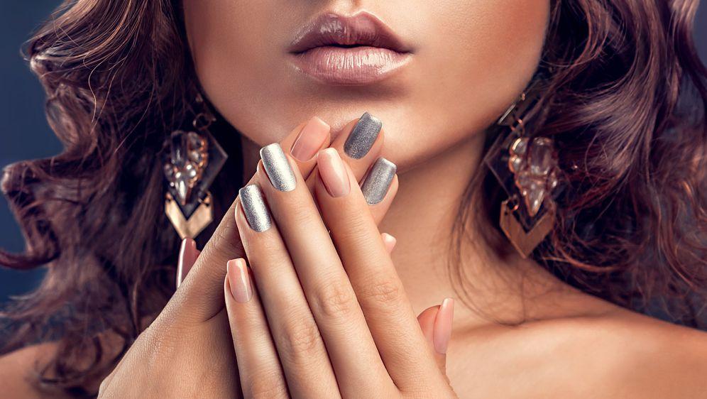 Lak za nokte u metalik srebrnoj nijansi odličan je izbor za ljeto