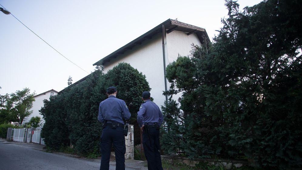 Policajci ispred kuće (Foto: Arhiva/Davor Puklavec/PIXSELL)