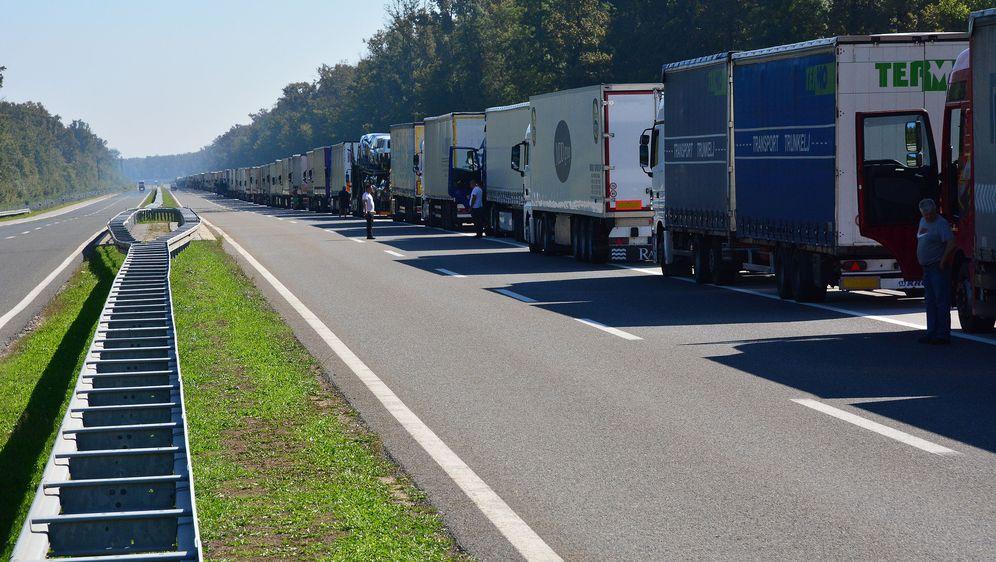 Kolona kamiona (Foto: Arhiva/Ivica Galovic/PIXSELL)