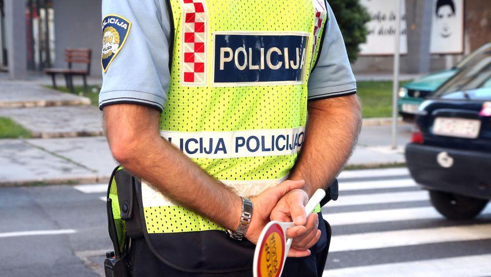 Policajac (Foto: Dusko Jaramaz/PIXSELL)