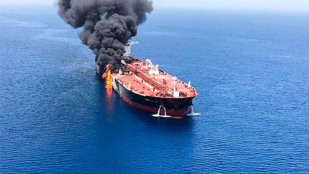 Tanker u plamenu (Foto: AFP)