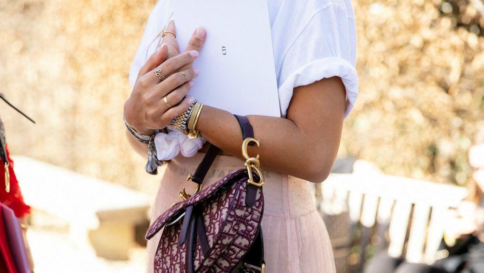 Bijela majica je svestran odjevni komad