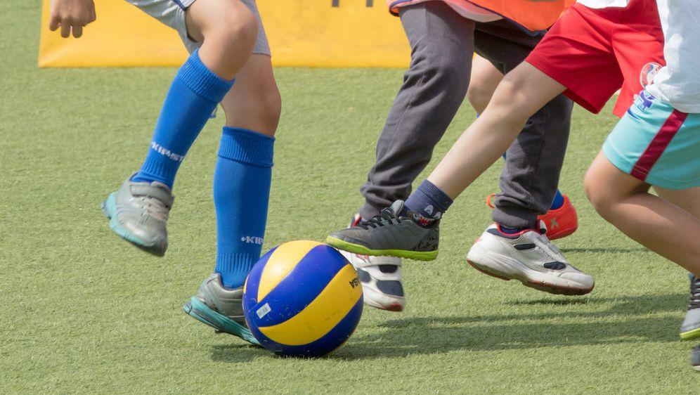 Djeca igraju nogomet (Foto: Arhiva/Dubravka Petrić/Pixsell)