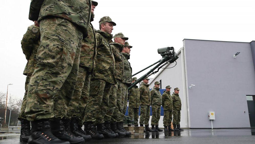 Hrvatska vojska (Foto: Zeljko Lukunic/PIXSELL)