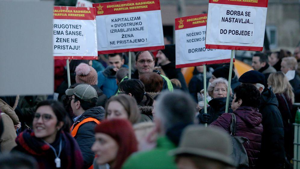 Prosvjed na osmomartovski Noćni marš (Foto: Dalibor Urukalović/Pixsell)
